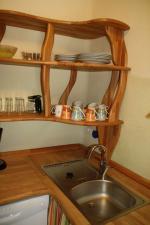 Spühle und Küchenregal