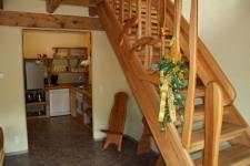 Treppe und Blick in die Küche