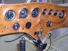 Instrumentenpaneel aus Kirschholz